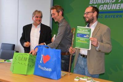 Die Grünen in Bayerischen Landtag, in Oberbayern und im Stadtrat München packen gemeinsam das Reisegepäck für OB Reiter & Co. / Foto: Steffen Windschall